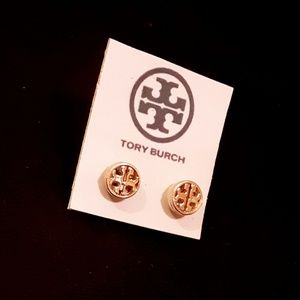 New! 👑Tory Burch Small T Studs!👑